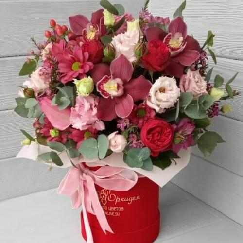 № 149 букет в шляпной коробке с розами и орхидеей