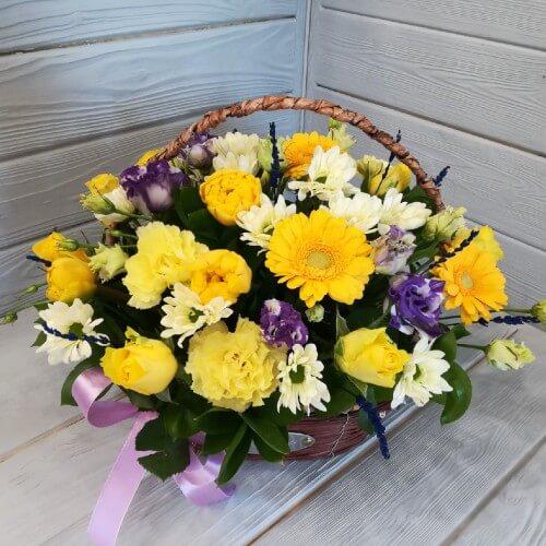 № 142 корзина с тюльпанами розами и герберой