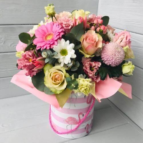 № 126 букет в шляпной коробке с розами и герберой
