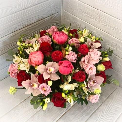 № 423 корзина с розами, пионами и орхидеей