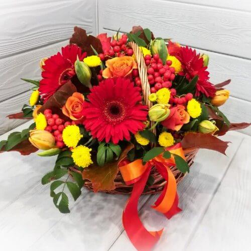 № 645 корзина с герберами, розами и тюльпанами