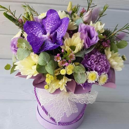 № 434 букет в шляпной коробке с орхидеей