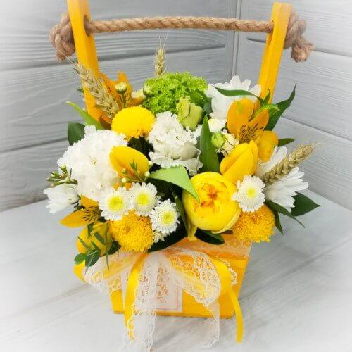 № 125 ящик с тюльпанами и эустомой