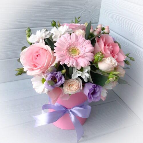 № 116 букет в шляпной коробке с розами и герберами