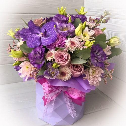 № 115 букет в шляпной коробке с орхидеей