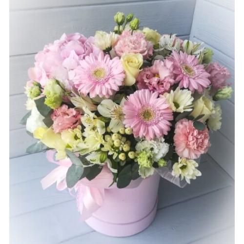 № 501 букет в шляпной коробке с розами и гортензией