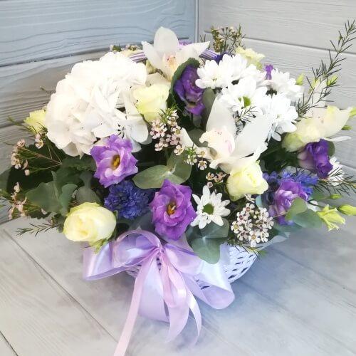 № 635 корзина с гортензий, орхидеями и розами