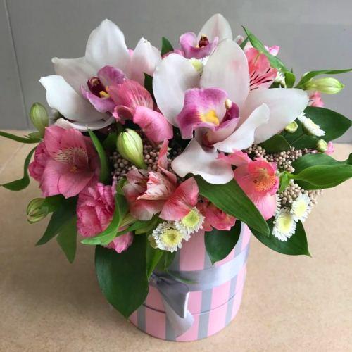 №223 букет с орхидеями в шляпной коробке