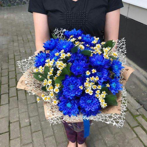 № 667 букет  с синей хризантемой