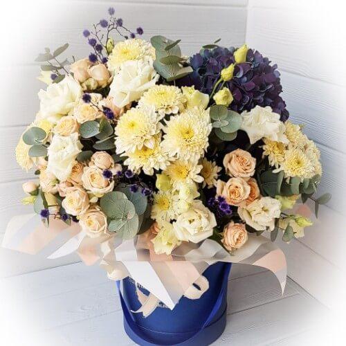№ 482 букет в шляпной коробке с гортензией и розами