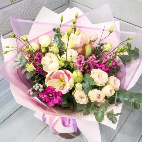 № 702 букет с амариллисом, кустовой розой и эустомой