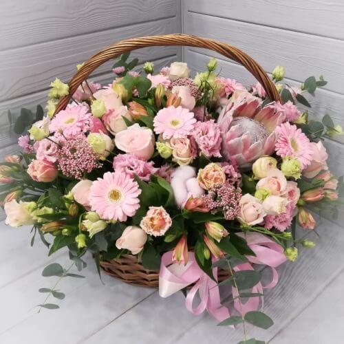 № 427  корзина с протеей,розами,герберами