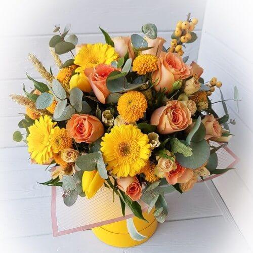 № 495 букет в шляпной коробке с розами