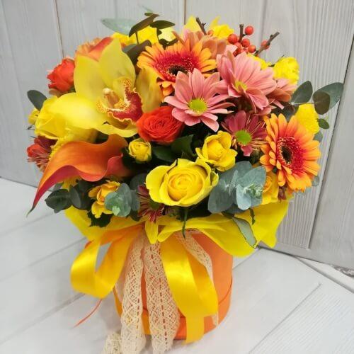 № 487 букет в шляпной коробке с гербами и орхидеями