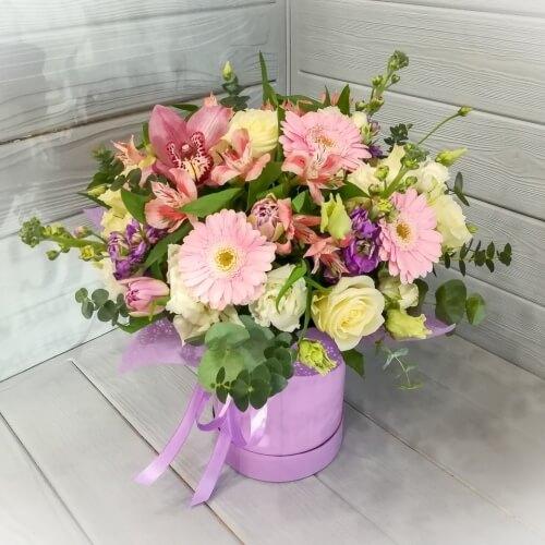 № 488 букет в шляпной коробке с герберами и орхидеей