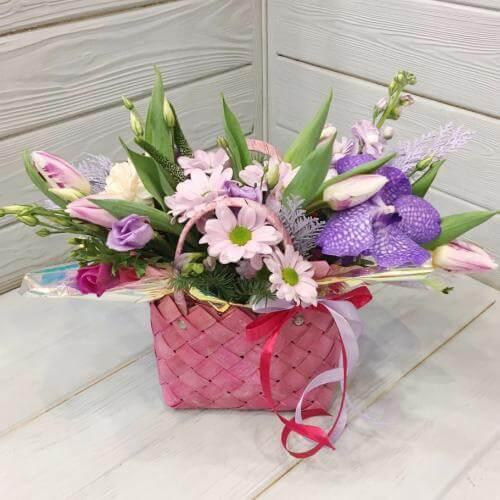 № 548 корзинка с орхидеей и тюльпанами