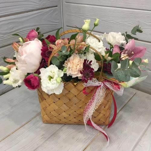 № 572 корзинка с пионом, орхидеей и эустомой