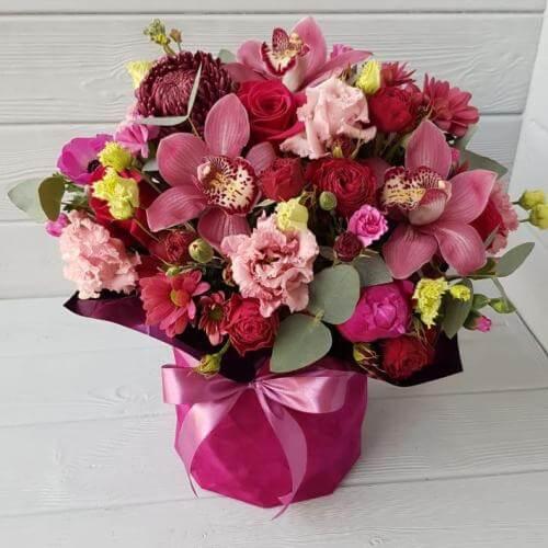 № 587 букет в шляпной коробке с орхидеями