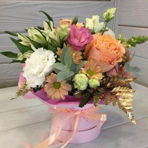 № 596 букет в шляпной коробке с розами