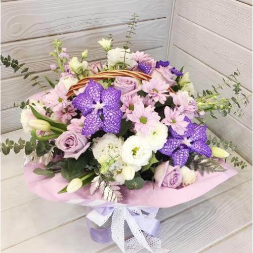 № 662 корзина с орхидеей и тюльпанами