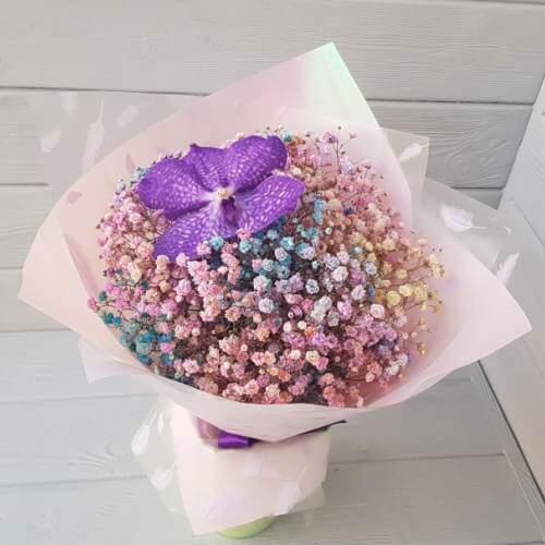 № 402 букет с радужной гипсофилой и орхидеей