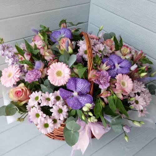 № 409 корзина с розами, тюльпанами и орхидеями