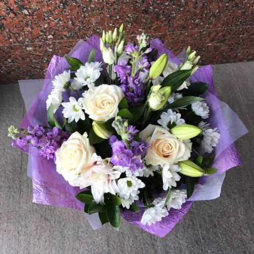 № 691  букет с розами,лилией и маттиолой