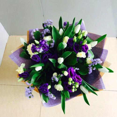 №230 букет с тюльпанами и эустомой