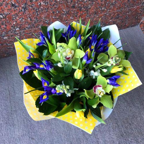 №209 букет с тюльпанами и ирисами
