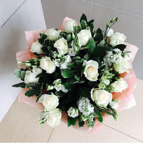 №206 букет с розами и маттиолой