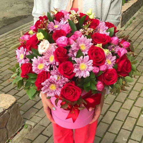 № 555 букет в шляпной коробке с розами