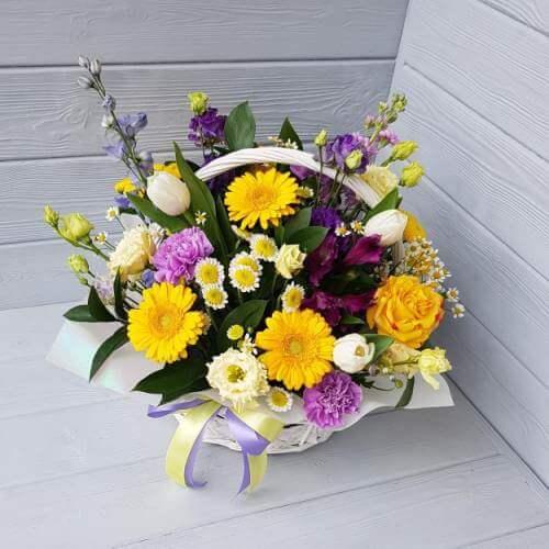 № 378 корзина  с тюльпанами, герберами,розами, эустомой