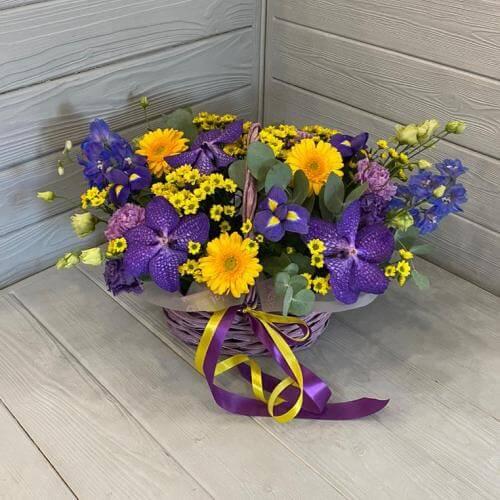 № 381 корзина с орхидеями, ирисами и герберами
