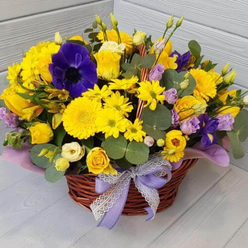 № 136 корзина с тюльпанами, анемонами, розами
