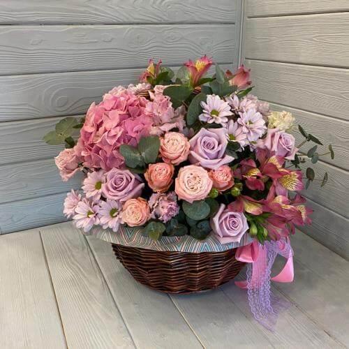 № 354 корзина с розами и гортензией
