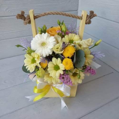 №  425 ящик с герберой и хризантемой