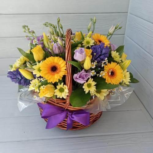 № 364 корзина с герберами, гиацинтами и тюльпанами