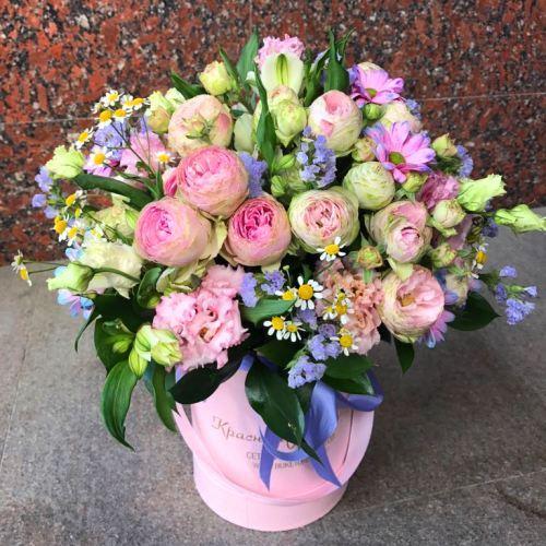 №50 букет в шляпной  коробке кустовой розой