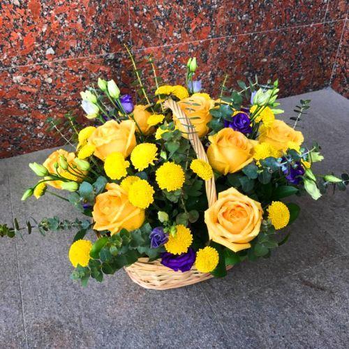 № 457 корзина с розами и эустомой