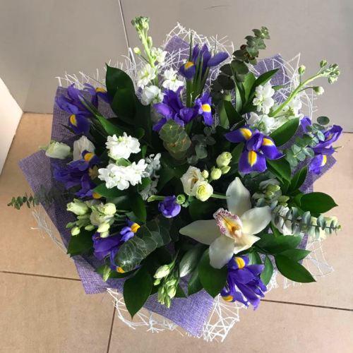 №226 букет с ирисами и орхидеей