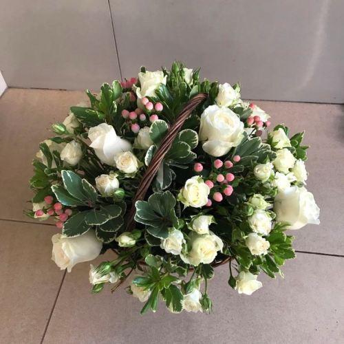 №221 корзина с белыми розами
