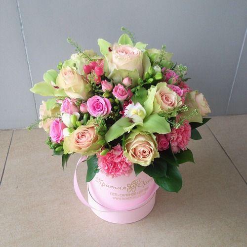 №167 букет в шляпной коробке с розами  и орхидеями