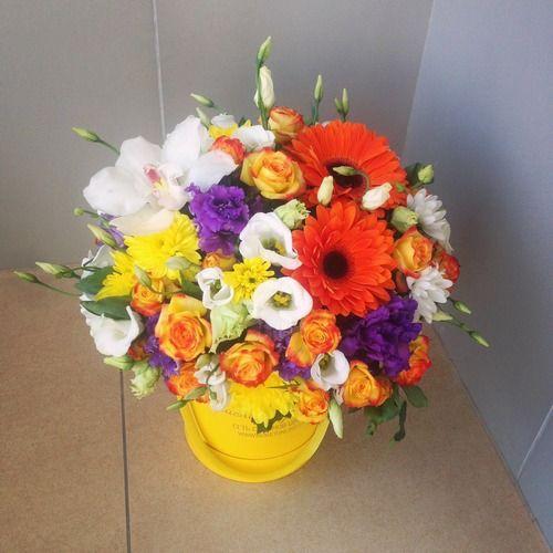 №169 букет в шляпной коробке с герберами и розами