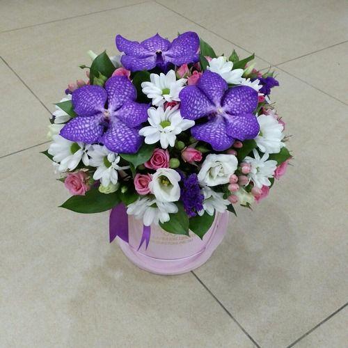 №170 букет в шляпной коробке с орхидеями