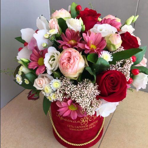 №172 букет в шляпной коробке с розами