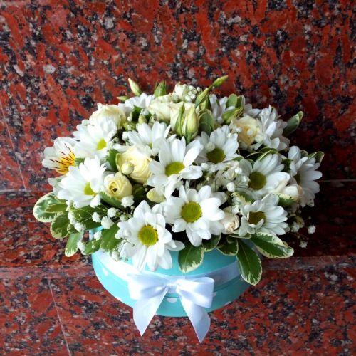 №175 букет в шляпной коробке с хризантемой