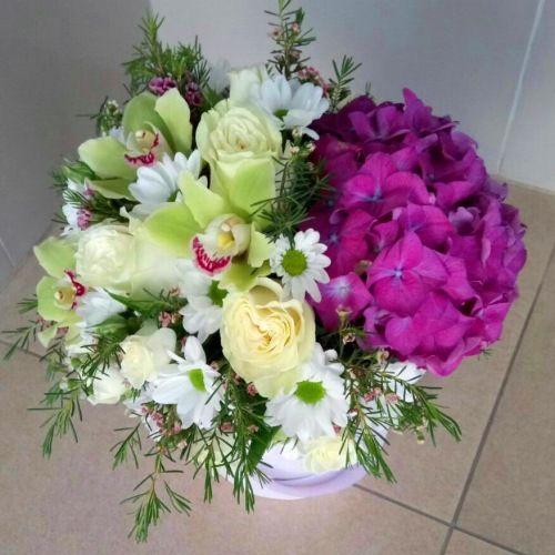 №176 букет в шляпной коробке с гортензией и орхидеей