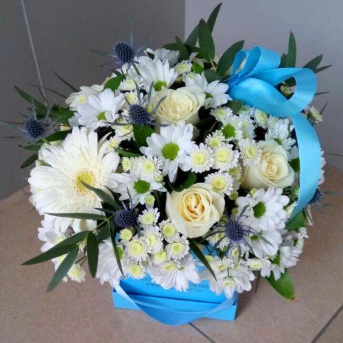 №178 букет в шляпной коробке с розой и хризантемой
