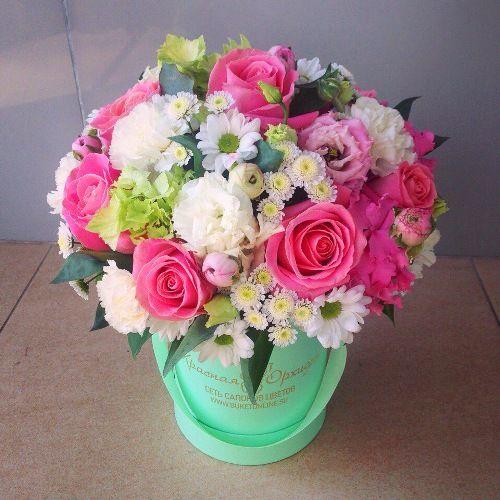№180 букет в шляпной коробке с розой и эустомой