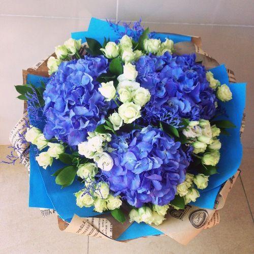 №224 букет с гортензиями и кустовыми розами